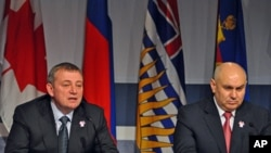 Sochi Mayor Anatoly Pakhomov (l) and Dzhambulat Khatuov, the first vice-governor of the Krasnodar Region