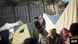 Nhiều ngàn người vẫn ở lại quảng trường Tahrir sau khi trải qua đêm trong những lều tạm trú