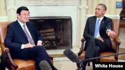 Tổng thống Obama gặp Chủ tịch nước Việt Nam Trương Tấn Sang tại phòng Bầu dục của Tòa Bạch Ốc, ngày 25/7/2013.
