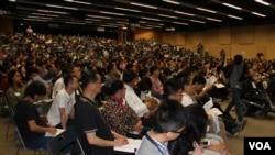 和平佔中運動第三個商討日在香港中文大學的會場(美國之音海彥拍攝)