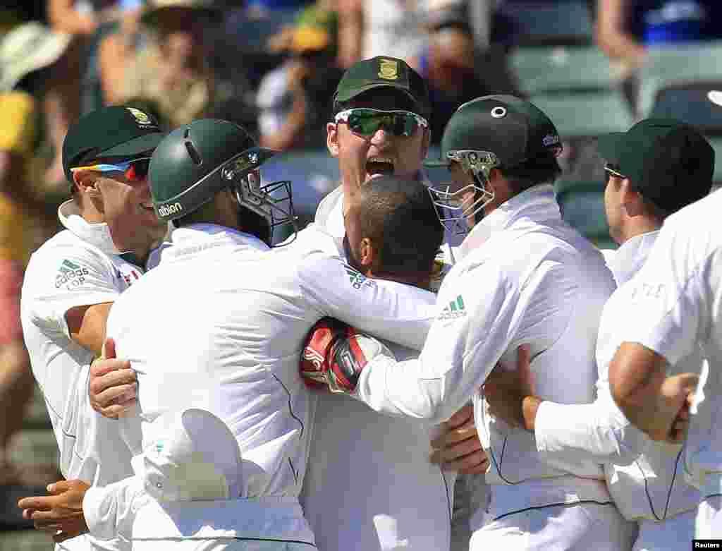 جنوبی افریقہ کی ٹیم کی خوشی کے اظہار کا ایک منظر