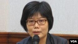 台湾文化部人文及出版司副司长王淑芳 (美国之音张永泰拍摄)