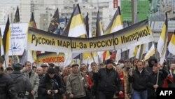 Những người theo chủ nghĩa dân tộc Nga tuần hành ở ngoại ô Moscow, 4/11/2011