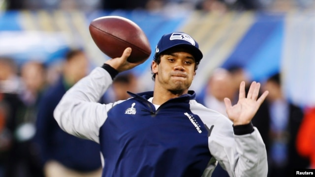 Seattle Seahawks quarterback Russell Wilson warms up before his team plays the Denver Broncos in the NFL Super Bowl XLVIII football game in East Rutherford, New Jersey, Feb. 2, 2014.