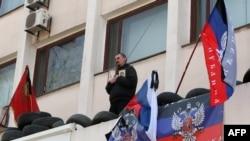 亲俄罗斯分子继续占据乌克兰政府建筑 法新社照片 2014年4月18日