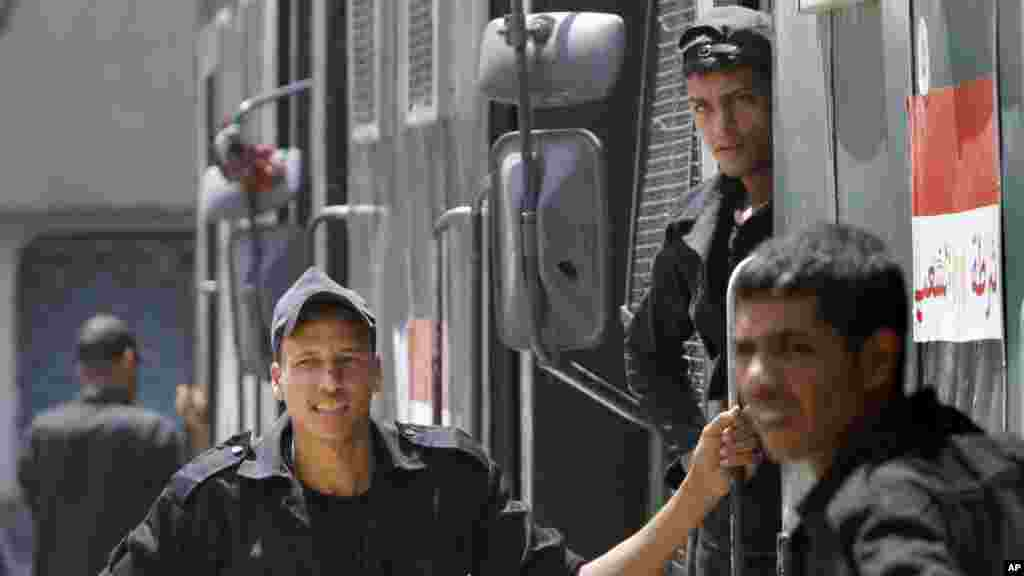 Police stand outside of their vehicle in Cairo, August 20, 2013.