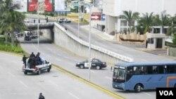 Los cadáveres de 24 hombres y 11 mujeres fueron arrojados en plena avenida del puerto turístico de Veracruz.