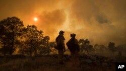 加州州長布朗星期天宣佈加州巴特縣進入緊急狀態。