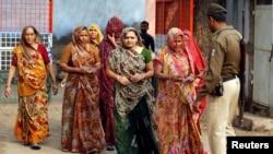 前来参加古吉拉特邦第一阶段投票的选民(2017年12月9日)