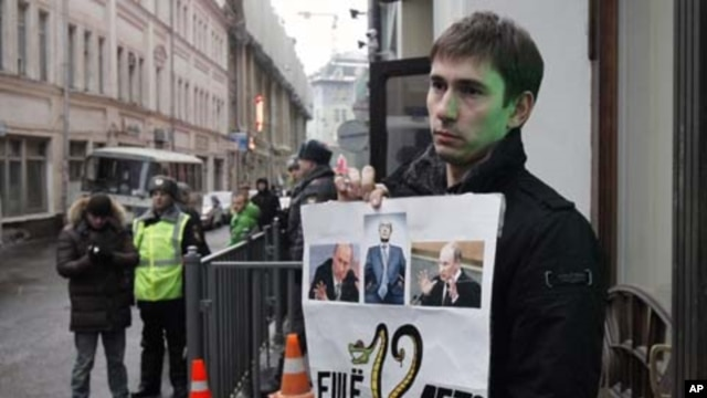A protester holds a placard during a lone picket outside the Central Election commission in Moscow, March 1, 2012.