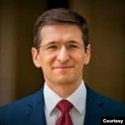 美国企业研究所研究美国亚太防务政策的研究员库珀。
