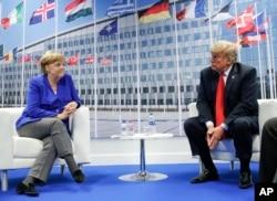El presidente Donald Trump y la canciller alemana Angela Merkel durante su reunión bilateral, el miércoles 11 de julio de 2018 en Bruselas, Bélgica. (AP Photo / Pablo Martinez Monsivais).