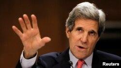존 케리 미국 국무장관이 18일 미국 상원 외교위원회 청문회에서 증언하고 있다.