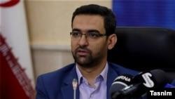 آذرماه گذشته حسن روحانی درباره وزیر ارتباطات خود گفته بود دست او روی دگمه فیلترینگ نخواهد رفت.