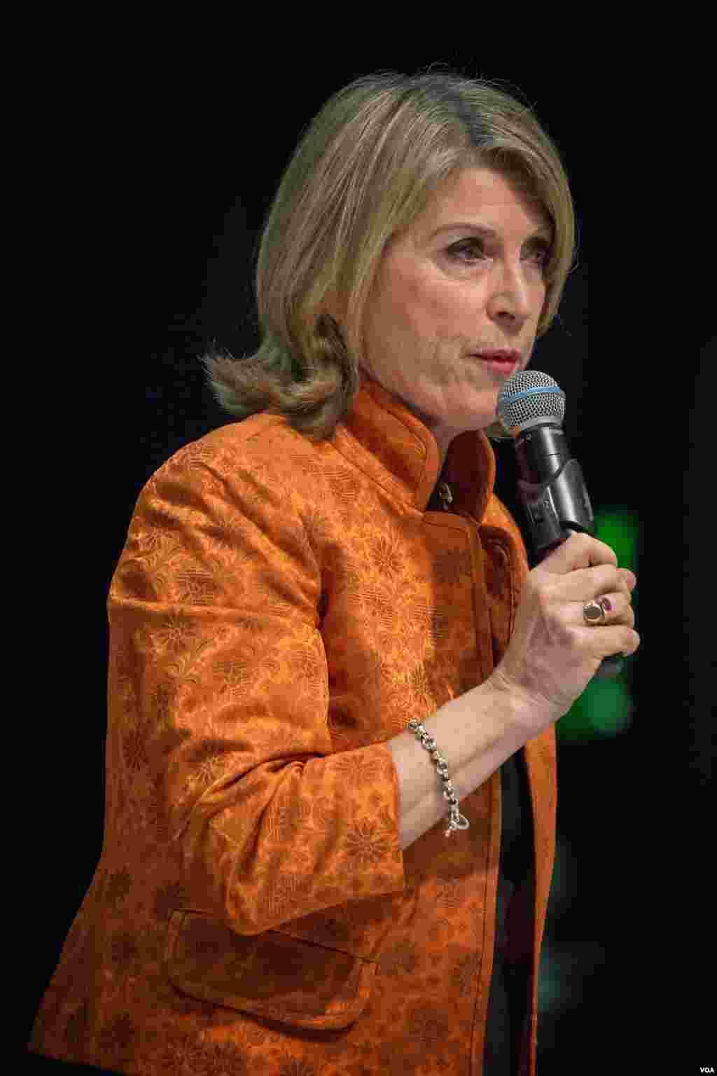 民主党内民调领先的候选人之一凯瑟琳·马休斯(美国之音记者方正拍摄)