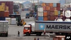 Hàng hóa tại cảng Jawaharlal Nehru ở Mumbai, Ấn Độ