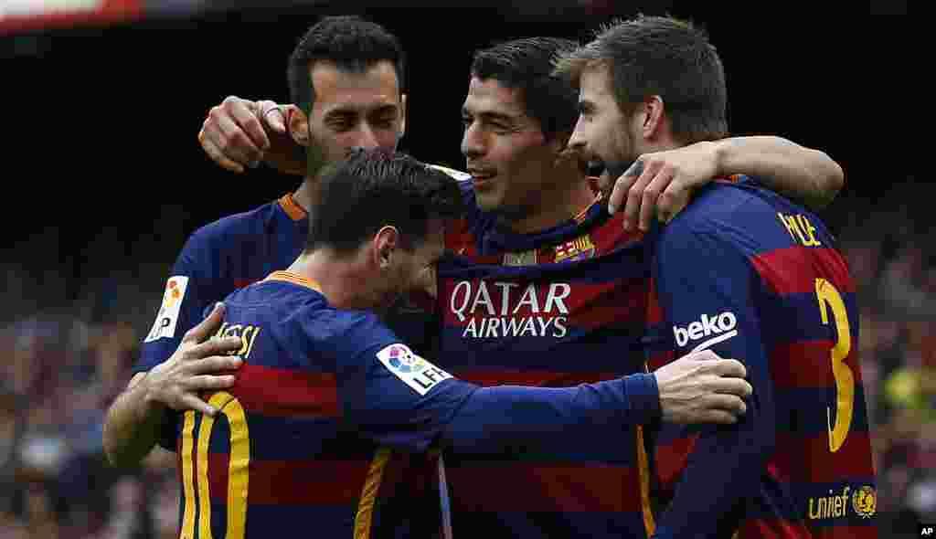 Le FC Barcelone à pulveriser l'Espagnol Barcelone grâce notamment à un doublé de Luis Suarez (5-0). Les Blaugrana conservent la tête de la Liga. Le 8 mai 2016.