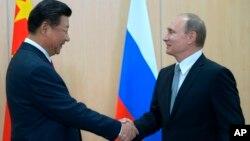 Председатель КНР Си Цзиньрин и президент России Владимир Путин (архивное фото)