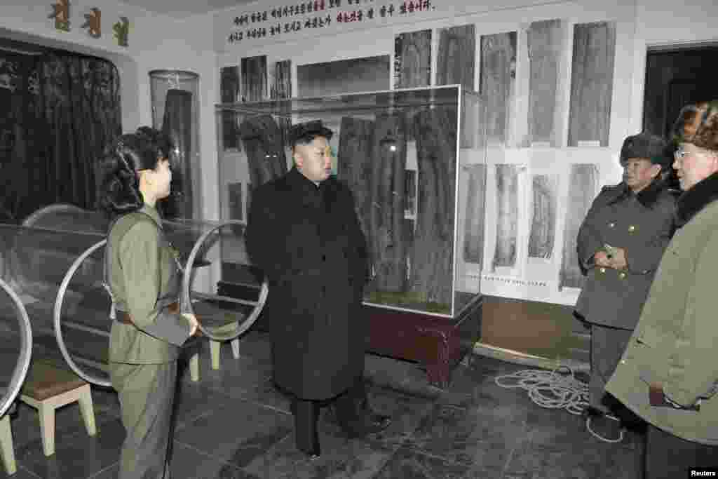 Lãnh đạo Bắc Triều Tiên Kim Jong Un thăm địa điểm của cuộc chiến cách mạng tại núi Madu.