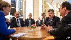 Germaniya, Rossiya, Ukraina va Fransiya rahbarlari Ukraina sharqidagi vaziyatni muhokama qilmoqda. Parij, 2-oktabr 2015-yil