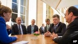 Слева направо: Ангела Меркель, Владимир Путин, Петр Порошенко и Франсуа Олланд, во время неформальной встречи в Париже, Франция, 2 октября 2015.