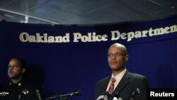 Kepala Kepolisian Oakland, Howard Jordan, memberikan keterangan pers di Kantor Pusat Kepolisian Oakland pasca penembakan di Universitas Oikos, Oakland (2/4)