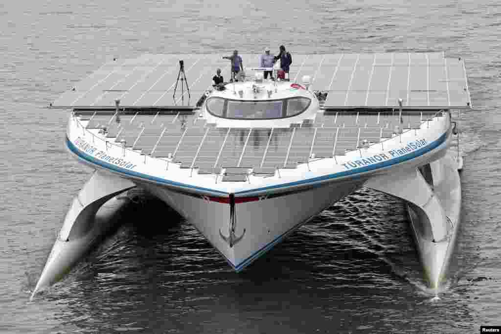 دنیا کی سب سے بڑی شمسی توانائی سے چلنے والے کشتی
