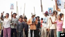 Villagers in Kampong Speu protest against Phnom Penh Sugar Company for land grabbing, in May 2010.