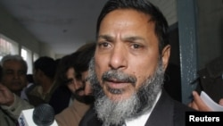 Hashmat Habib, speaks to media in Rawalpindi, January 5, 2007.