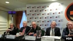 Cựu Bộ trưởng Quốc phòng Mỹ Bill Perry (giữa) phát biểu trong hội nghị Diễn đàn hạt nhân Luxembourg về Ngăn ngừa Tai họa Hạt nhân tại Washington.