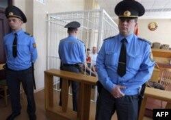 Obama Yevropa bo'ylab safarini yakunlamoqda, Belarus hukumatini qoraladi