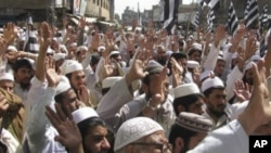 Supporters of Pakistani religious party Jamiat Ulema-e-Islam condemn the suicide attack on the convoy of their leader Maulana Fazal-ur-Rehman, in Bannu, Pakistan, March 31, 2011