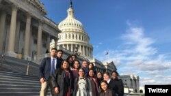 Các dreamers trước Điện Capitol, thủ đô Washington.