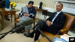 Presiden AS Barack Obama menerima Presiden Liberia, Ellen Johnson Sirleaf di Gedung Putih, Jumat (27/2).