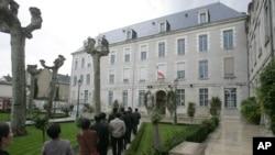 지난 2006년 중국인 관광객들이 프랑스 몽타르지시를 방문했다.
