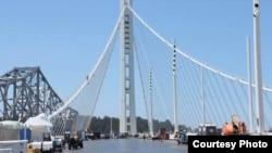 美丽的海湾大桥的悬吊索(Caltrans)