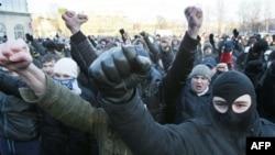 Русские националисты на митинге в память погибшего футбольного болельщика Егора Свиридова. Санкт-Петербург. 15 января 2011 г.