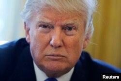23일 도널드 트럼프 대통령이 백악관 집무실에서 로이터 통신과 인터뷰를 하고 있따.