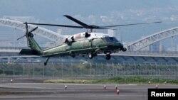2016年5月27日美国总统奥巴马乘坐的直升机准备在广岛和平纪念公园附近机场降落