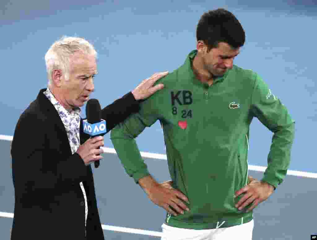 عکس العمل نواک جوکوویچ تنیسور صرب به مرگ کوبی برایانت اسطوره بسکتبال در گفتگو با جان مکانرو، پس از پیروزی او در یکچهارم نهایی تنیس آزاد استرالیا