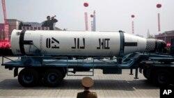 Phi đạn phóng từ tàu ngầm tại cuộc diễn hành ở Binh Nhưỡng ngày 15/4/2017 nhân kỷ niệm sinh nhật thứ 105 của Kim Il Sung, người sáng lập nhà nước Bắc Triều Tiên.