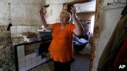Valentina Smirnova u svojoj kući koja je uništena u borbama u Donjecku na istoku Ukrajine, 14. avgust 2014.