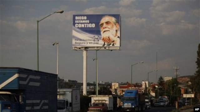 A billboard with an image of former presidential candidate Diego Fernandez de Cevallos reads in Spanish 'Diego, we are with you' in Queretaro, Mexico (File Photo)