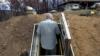 Dok se virus širi, neki Amerikanci beže u bunkere