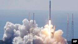 El cohete Falcon 9 no tripulado transportó exitosamente el satélite de comunicaciones de la compañía SES, con sede en Luxemburgo.