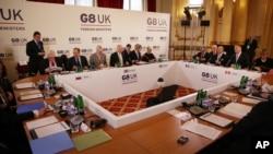 Các đại biểu tại cuộc họp của các ngoại trưởng khối G8 tại London, Anh, ngày 11/4/2013.