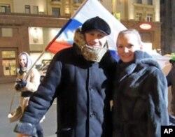 普京支持者马丽娅和弗拉基米尔