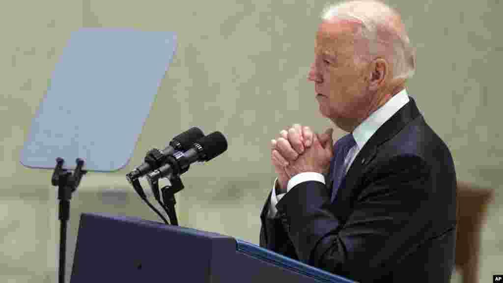 Le vice-président américain Joe Biden prononce son discours lors du congrès au Vatican, 29 avril 2016.