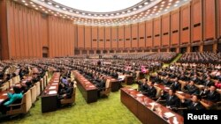 북한은 25일 올 들어 두 번째 최고인민회의를 개최한다. 사진은 지난 4월 평양 만수대의사당에서 열린 최고인민회의. (자료사진)