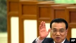 Perdana Menteri China Li Keqiang meninggalkan konferensi pers di akhir Kongres Rakyat Nasional di Balai Rakyat Beijing, 15 Maret 2015.